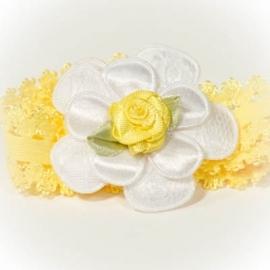 Witte bloem met geel roosje