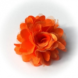 Oranje roeseltje op alligatorclip