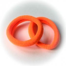 Oranje neon haar elastiekjes. Ook leuk voor de mama's!