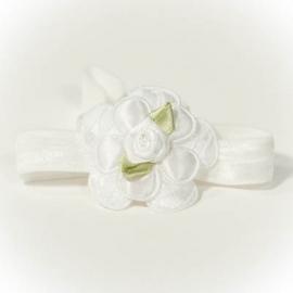 Wit kant met wit roosje