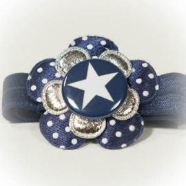 "Donkerblauwe ""ster"" button met donkerblauwe bloem"