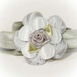 Grijs kant met grijs roosje