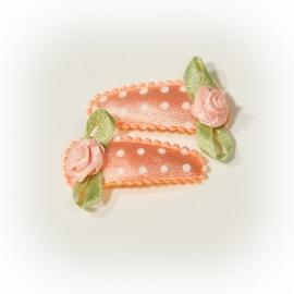 Zalm/peach met witte stippen babyspeldje