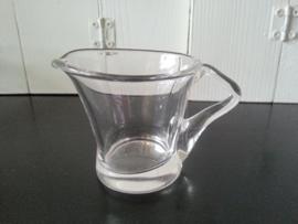 Room/melk kannetje van glas