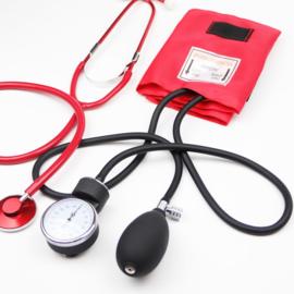Set bloeddrukmeter & stethoscoop Rood