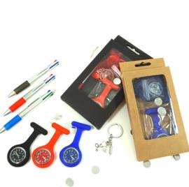 (002) zorgcadeau - zorghorloge, 4-kleuren pen, sleutelhanger (vanaf € 9,55)