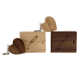 USB stick Houten hart in luxe box - Injectie spuit