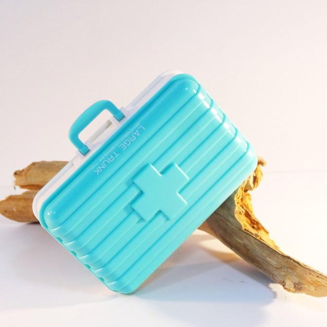 Pillendoosje koffer 6-vaks aqua blauw
