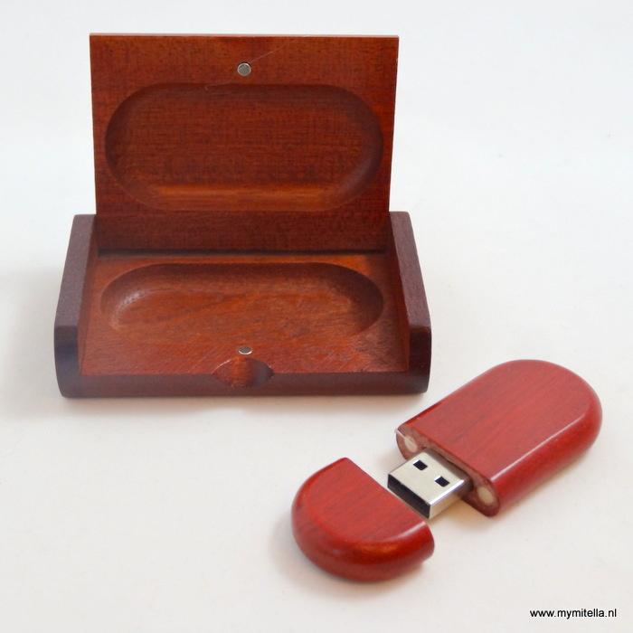 USB STICK HOUT IN LUXE BOX KERSEN KLEUR