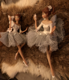 Ballerina met vlinder  15(h)cm