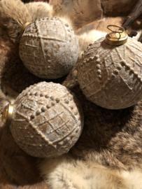 Stoere oude sobere kerstbal 10cm*