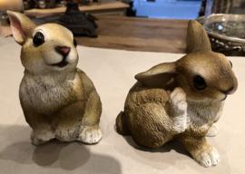 2 kleine konijnen ( leuk op een etagère)