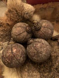 Stoere oude sobere kerstbal 7 cm