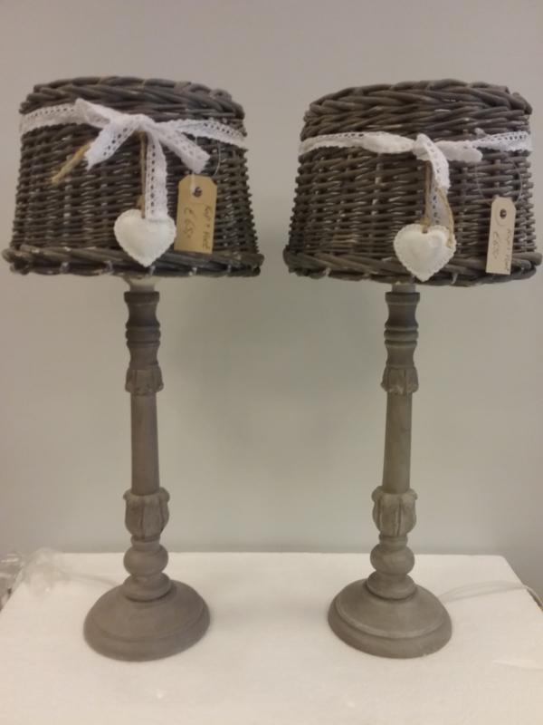 Set van 2 lampenvoeten en rieten kappen