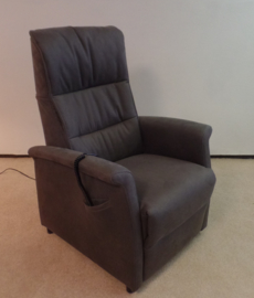 Sta op fauteuil met 2 motors, actie model Tilburg - direct leverbaar, zeer comfortabel in beige/grijze suéde stof