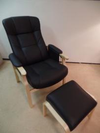 Senioren Comfort fauteuil, Bunnik, in zwart leder met bijpassend voetenbankje - snel leverbaar