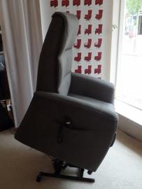 Sta op fauteuil Utrecht - Speciale Actie nu met gratis opstahulp -  Elektrisch verstelbaar - direct leverbaar