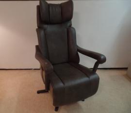 Sta -op Relaxfauteuil Majestic -Vorstelijk zitcomfort, met 3 motors en een accu, combinatie van stof en leder. direct leverbaar