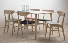 Deense design eetkamerstoel met bijpassende tafel