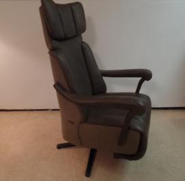 Sta -op Relaxfauteuil Majestic -Vorstelijk zitcomfort, direct leverbaar met 3 motors en een accu, combinatie van stof en leder.