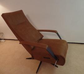 Relaxfauteuil Houten, slank eigentijds en elektrisch verstelbaar en zit voortreffelijk, direct leverbaar