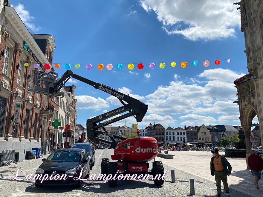 100 Nylon lampions in der Altstadt Oudenaarde Einkaufszentrum Straßendekoration mit lanternes lampions wetterfestDekoration im Einkaufszentrum Straßendekoration Dekoration Einkaufszentrum Deko, Innenstadt 3
