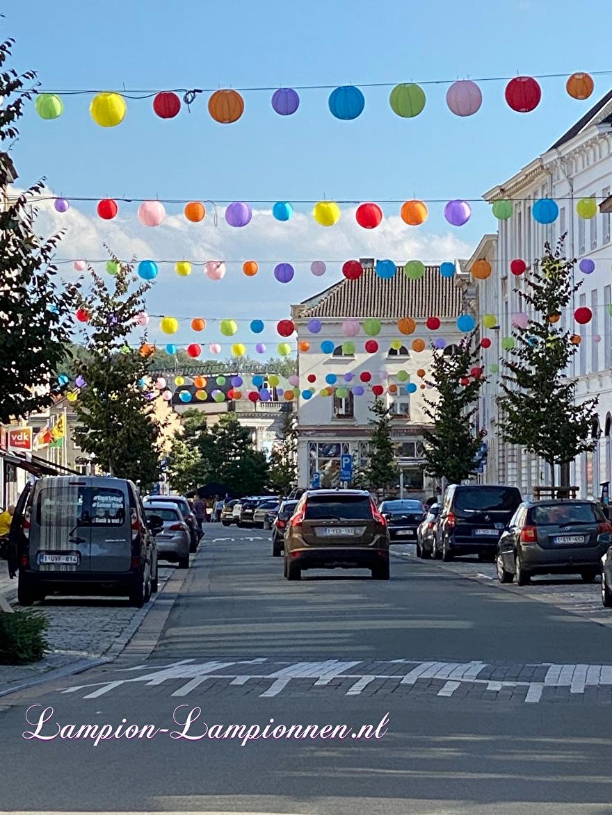 100 Nylon lampions in der Altstadt Oudenaarde Einkaufszentrum Straßendekoration mit lanternes lampions wetterfestDekoration im Einkaufszentrum Straßendekoration Dekoration Einkaufszentrum Deko, Innenstadt 2