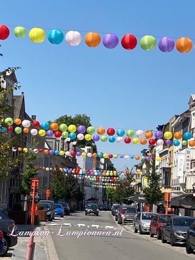 1400 Nylon lampionnen in straten Oudenaarde België, winkelstraat versiering decoratie, Nylonlaternen in Straßen, wetterfeste Einkaufsstraßen Dekoration, lanternes en nylon dans les rues Audenarde Belgique