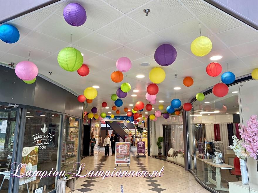 1400 lampionnen winkelcentrum Paddepoel Groningen, ballon versiering decoratie citymanagement Ballonlaterne Dekoration Dekoration Stadtverwaltung 57