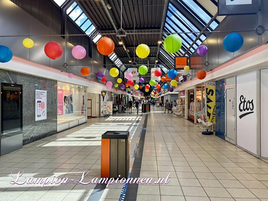 1400 lampionnen winkelcentrum Paddepoel Groningen, ballon versiering decoratie citymanagement Ballonlaterne Dekoration Dekoration Stadtverwaltung 54