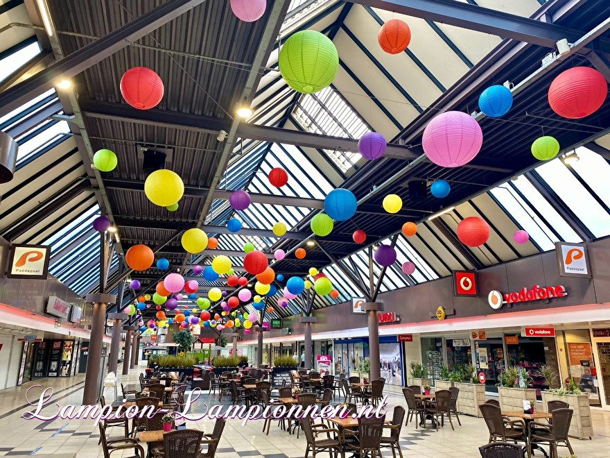 1400 lampionnen winkelcentrum Paddepoel Groningen, ballon versiering decoratie citymanagement Ballonlaterne Dekoration Dekoration Stadtverwaltung 22