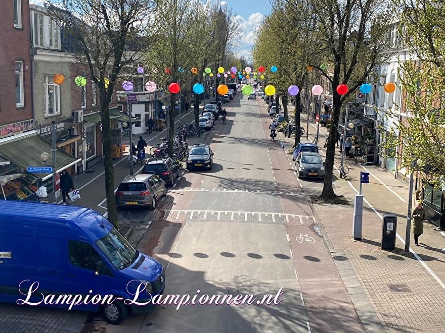 200 gekleurde nylon lampionnen in winkelstraat Kanaalstraat Utrecht, ballon versiering, centrum management 52