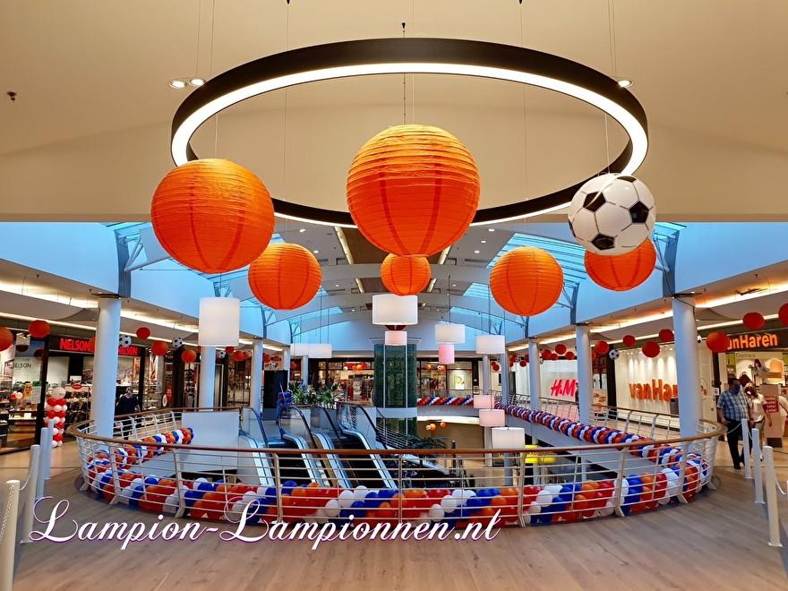 EK voetbal lampionnen versiering ballon decoratie winkelcentrum oranje rood wit blauw event 2
