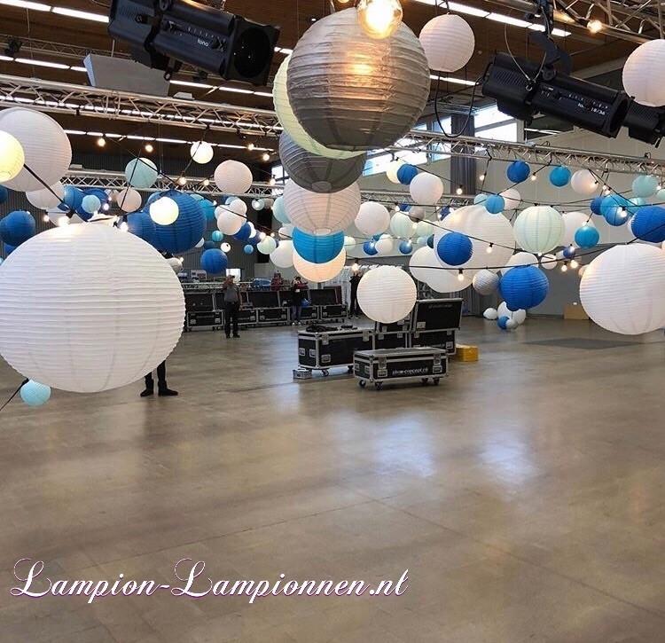 Grote witte lampionnen van 90 en 120 cm bij event, blauwe en zilveren lampionnen decoratie, Große weiße Lampions von 90 und 120 cm mit Ereignis-, Blau- und Silber laternen dekorationen, grande blanc, styling party 2