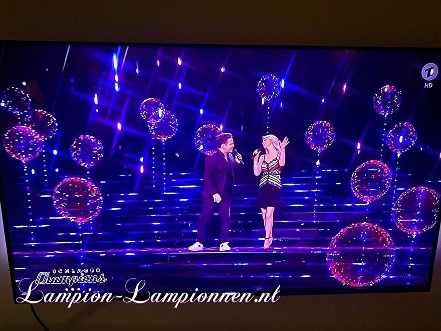 LED Ballon XXL 60 cm bij Schlager Champions op ARD televisie, super grote led verlichte ballon met LED lampjes en helium, zwevende ballon 2 Super grosser LED-Leuchten und Helium Fernsehen, Schwimm Luftballon, ballon flottant 13