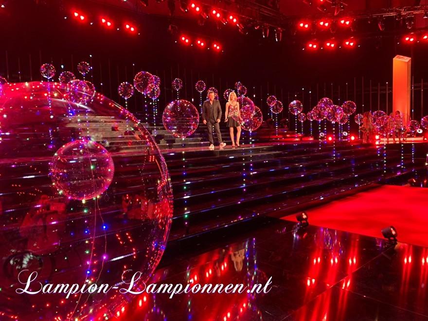 LED Ballon XXL 60 cm bij Schlager Champions op ARD televisie, super grote led verlichte ballon met LED lampjes en helium, zwevende ballon 2 Super grosser LED-Leuchten und Helium Fernsehen, Schwimm Luftballon, ballon flottant 10