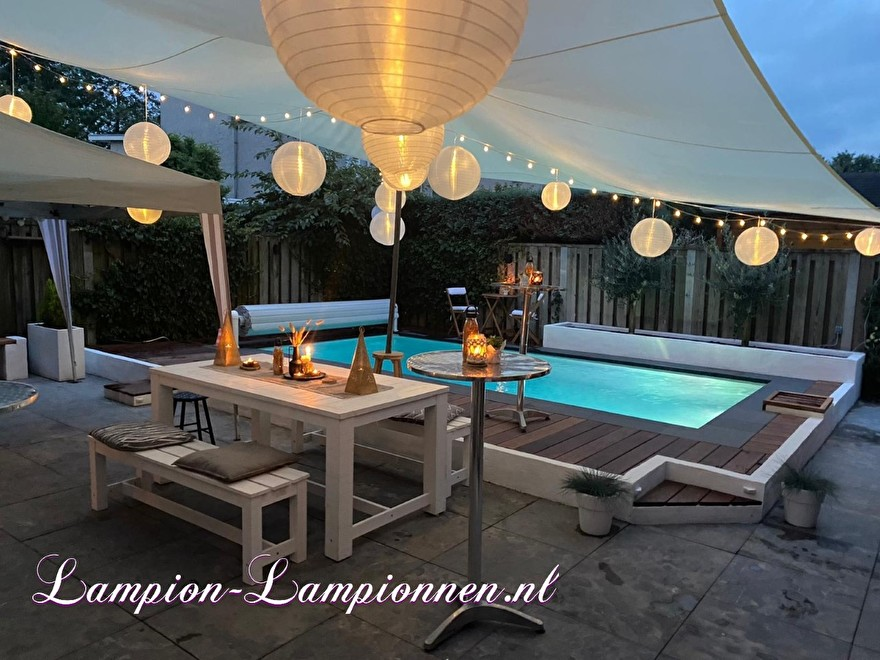 Pool party decoratie met lampionnen, tuinfeest versiering ballonnen, Poolparty Deko mit Laternen, Gartenparty Deko Luftballons