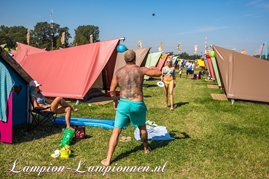 Solar lampionnen op Mysteryland dance festival versiering met lampionnen op zonne energie, Solarlaternen tanzen Festivaldekoration mit Solarlaternen, Décoration de festival de danse de lanternes solaires avec des lanternes solaires 6