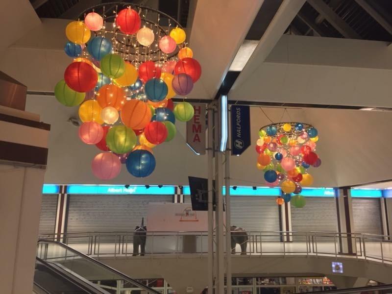 kleur mix lampionnen in bundel tros, farbige lampionnen bündel, colorees lampionnen paquet tas, papierlaternen , Laterne im Einkaufszentrum, Pendel der Einkaufsstraße