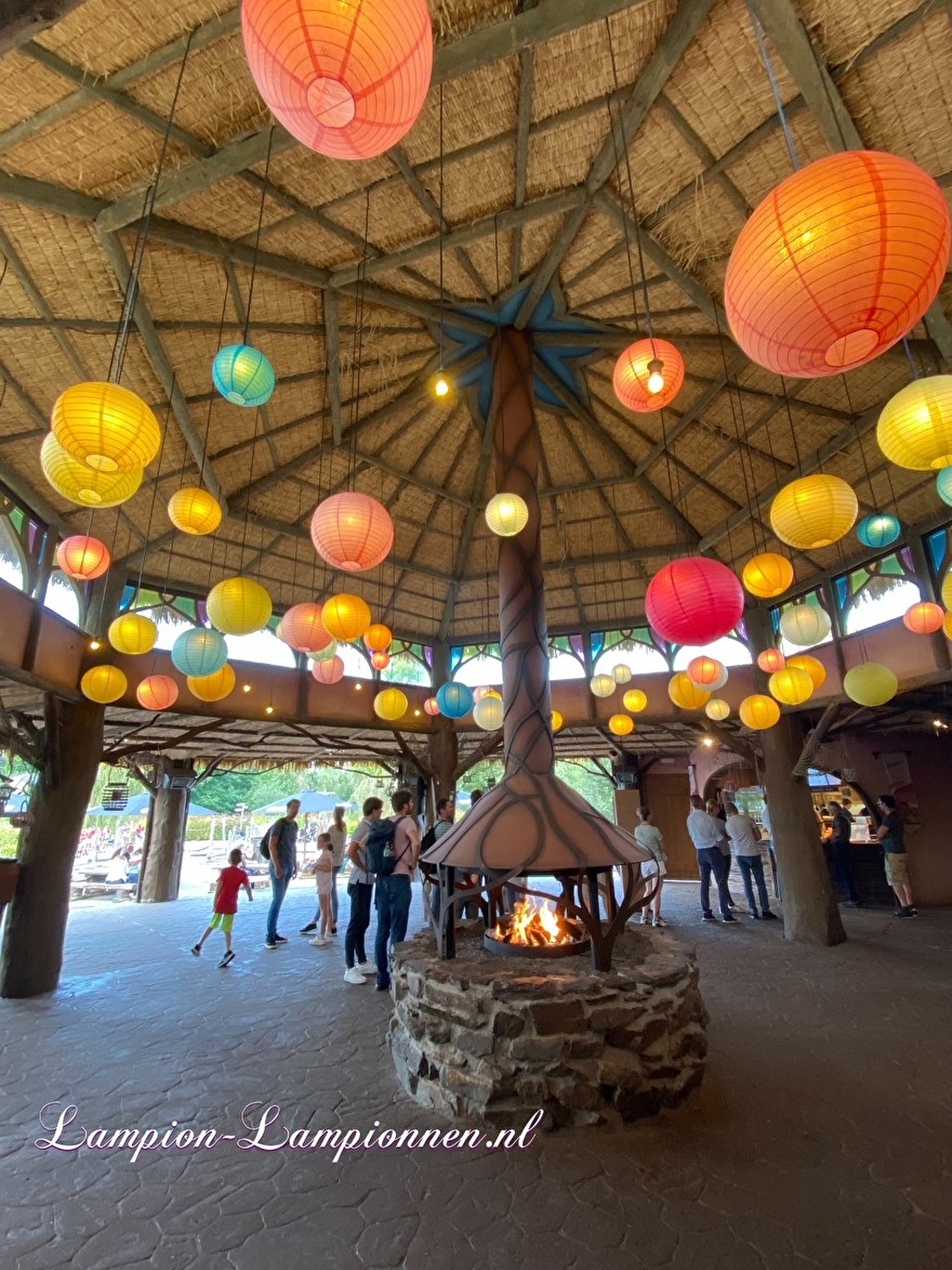 lampion versiering pretpark Toverland, lampion als lamp, gloeilamp, Laternendekoration Freizeitpark Toverland, Laterne als Lampe, Glühbirne 36
