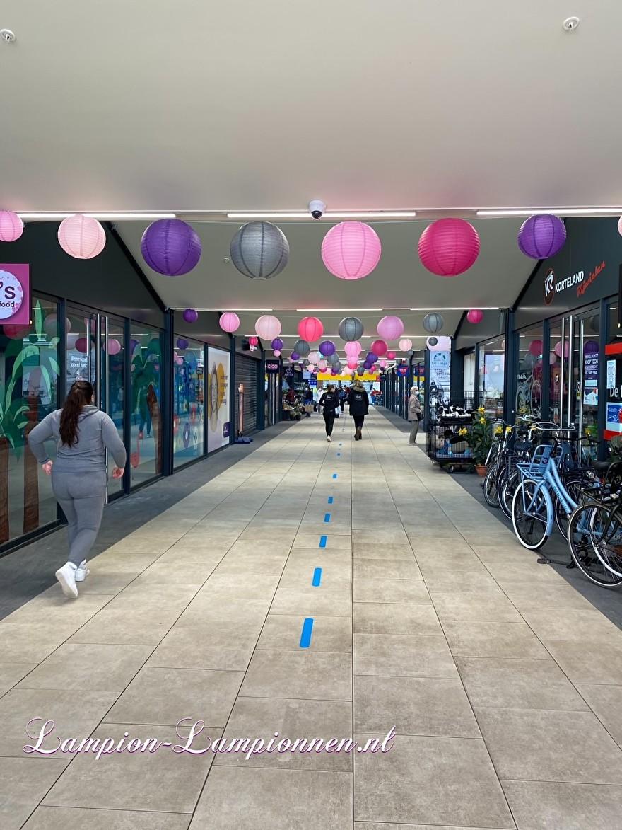 lampionnen in winkelcentrum Westpolder te Papendrecht, brandvertragende lampion versiering in straten decoratie, Lampions im Einkaufszentrum, feuerhemmende Laternendekoration in Straßendekoration, ballon, lampions dans le centre commercial 2ballon