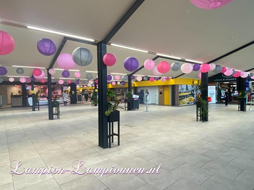 lampionnen in winkelcentrum Westpolder te Papendrecht, brandvertragende lampion versiering in straten decoratie, Lampions im Einkaufszentrum, feuerhemmende Laternendekoration in Straßendekoration, ballon, lampions dans le centre commercial ballon
