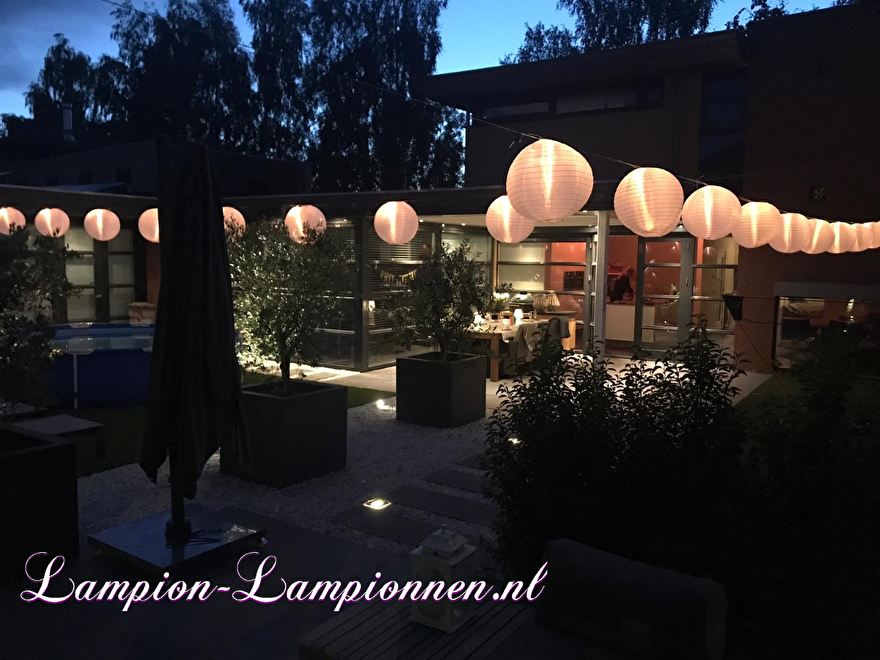 witte nylon lampion aan led slinger in tuin, weerbestendige led lampion voor buiten, tuin versiering buitenfeest decoratie, wetterfest, lampion pour l'extèrieur, lampion met led, papierlaterne, weiße, blanc, partydeko - 8