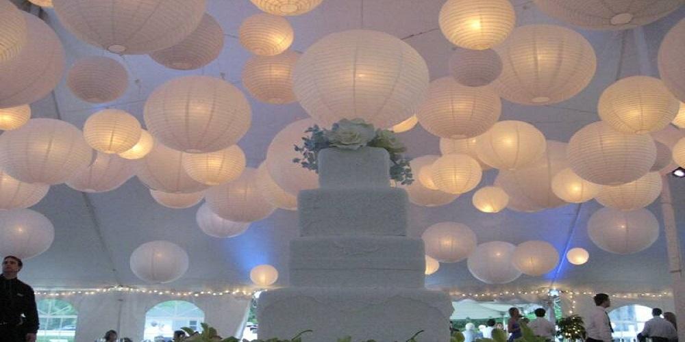 witte lampionnen bruiloft decoratie huwelijk