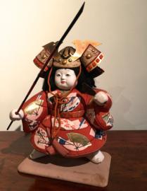 Antieke (± 1925) Kimekomi pop met aparte helm grootte 31 cm.