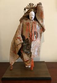 """Zeldzame antieke pop """"acteur uit het Noh-theater met masker"""" hoogte ± 40 cm."""