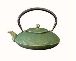 De enige échte gietijzeren theepot uit Japan, kwaliteitsmerk  0.7 liter in Japans rood, zwart/brons, groen/brons, azuurblauw.
