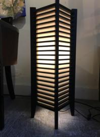 "Lamp ""Edo"" , nieuwe collectie Hoogte 78 cm.- 25.5-25.5 cm. (vloer/tafellamp) Hout met verstevigd Japans papier."