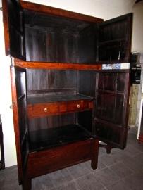 19e eeuwse kast H.216 - 109.5 Br.- 65 cm. diep hoge kwaliteit, prachtige patina afgelakt met transparante lak, zeer veel bergruimte SALE
