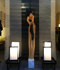 """Sculptuur op marmeren voet """"DANCING CRANES""""  H.140 cm. voet 15-15 -H.20 cm."""